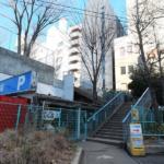 聖地巡礼記:CHAOS;CHILD(カオスチャイルド)@渋谷(宮下公園・POLA THE BEAUTY 渋谷店・山手線中渋谷ガード) 公園は実際にもホームレスの溜まり場