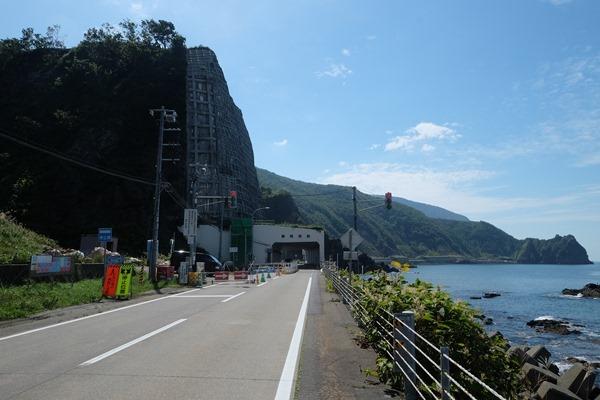 DSCF2590 - 増毛とかいう縁起の良い街で酒蔵を見る、海岸沿いに町並みが続く@東日本ツーリング39日目